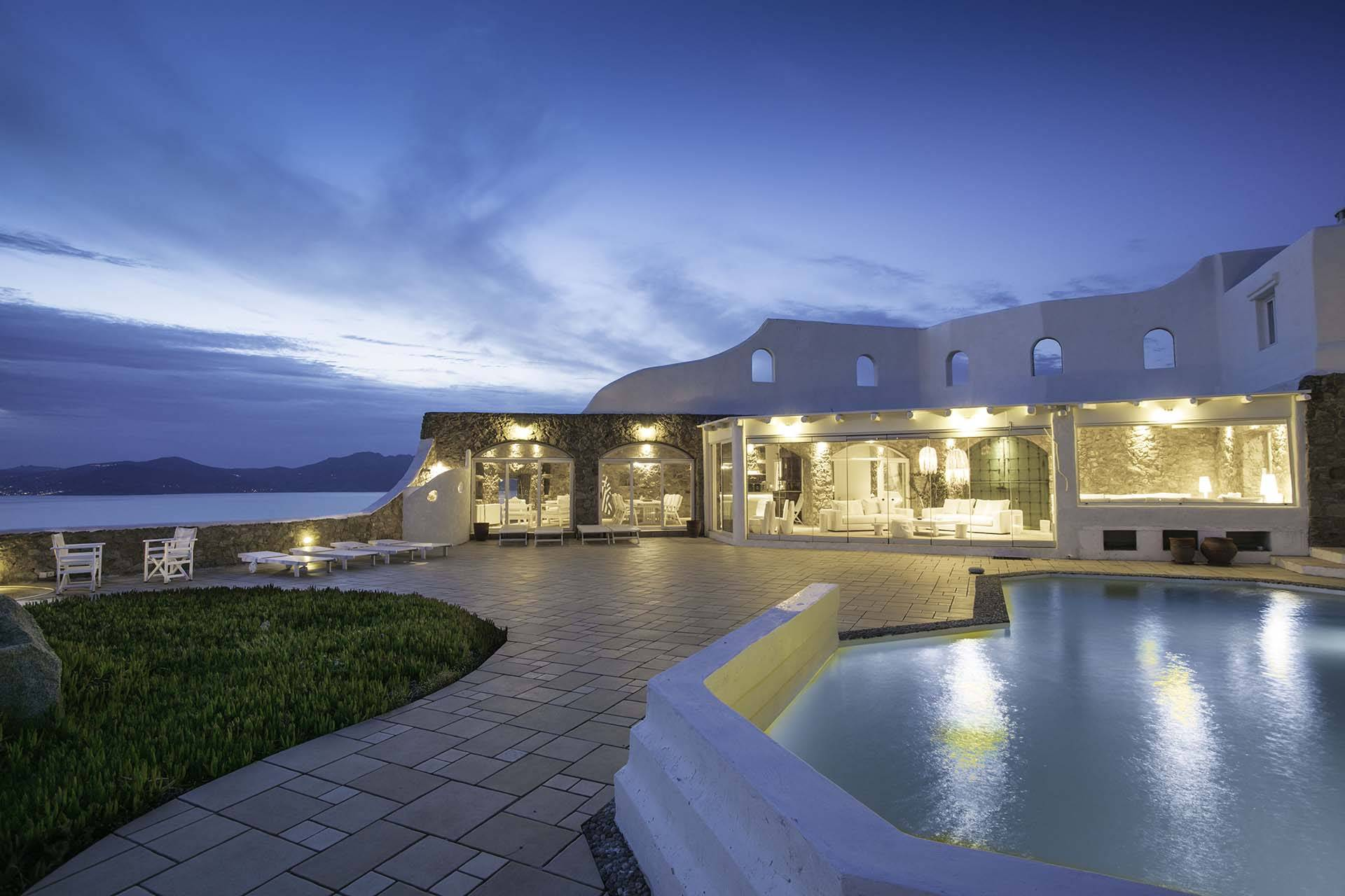 Mykonos luxury villa Sunset in Houlakia