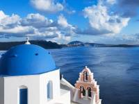 3+1 reasons why you should visit Santorini this fall