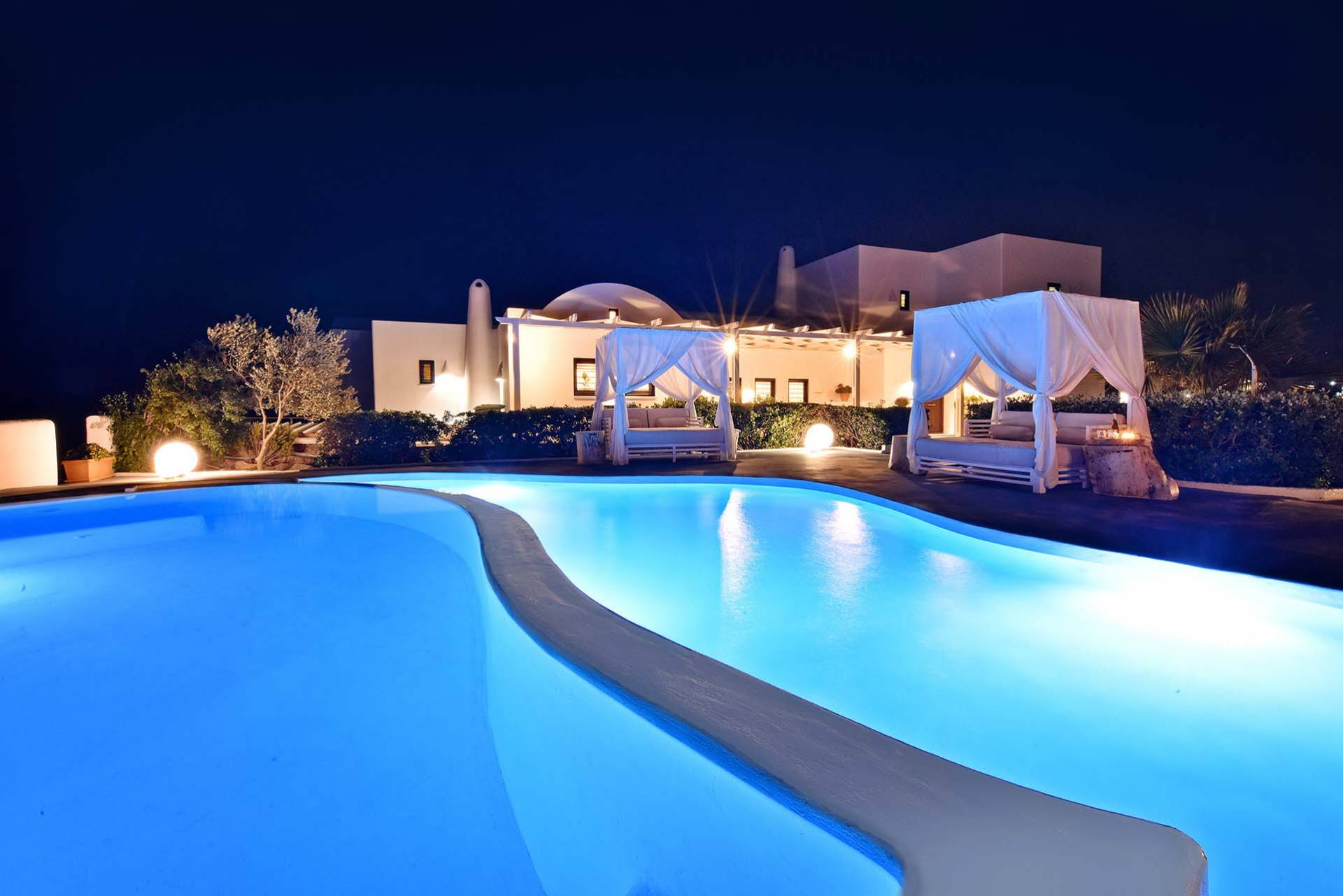 Santorini luxury villa Jacquie in Kontochori